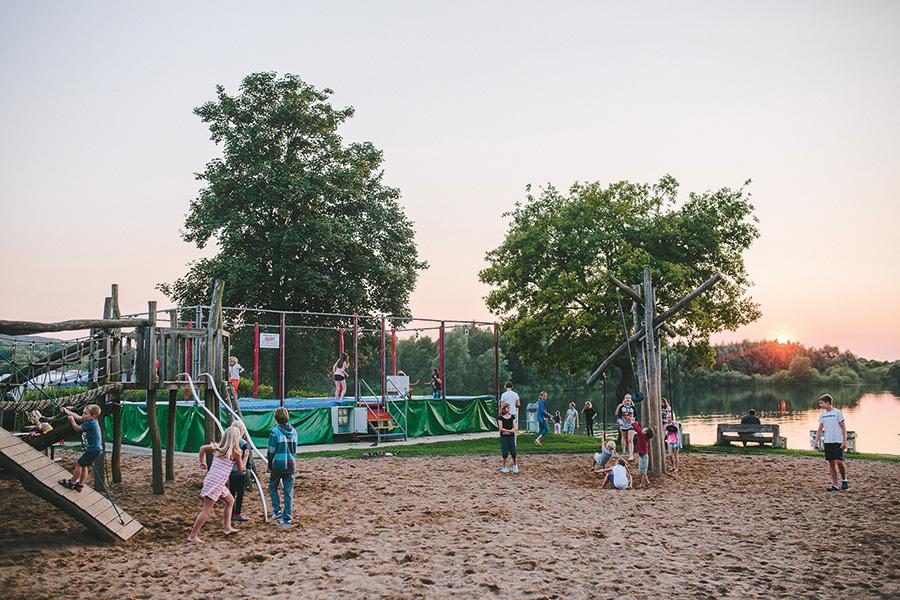 Großer Spielplatz nahe des Stemmer Sees
