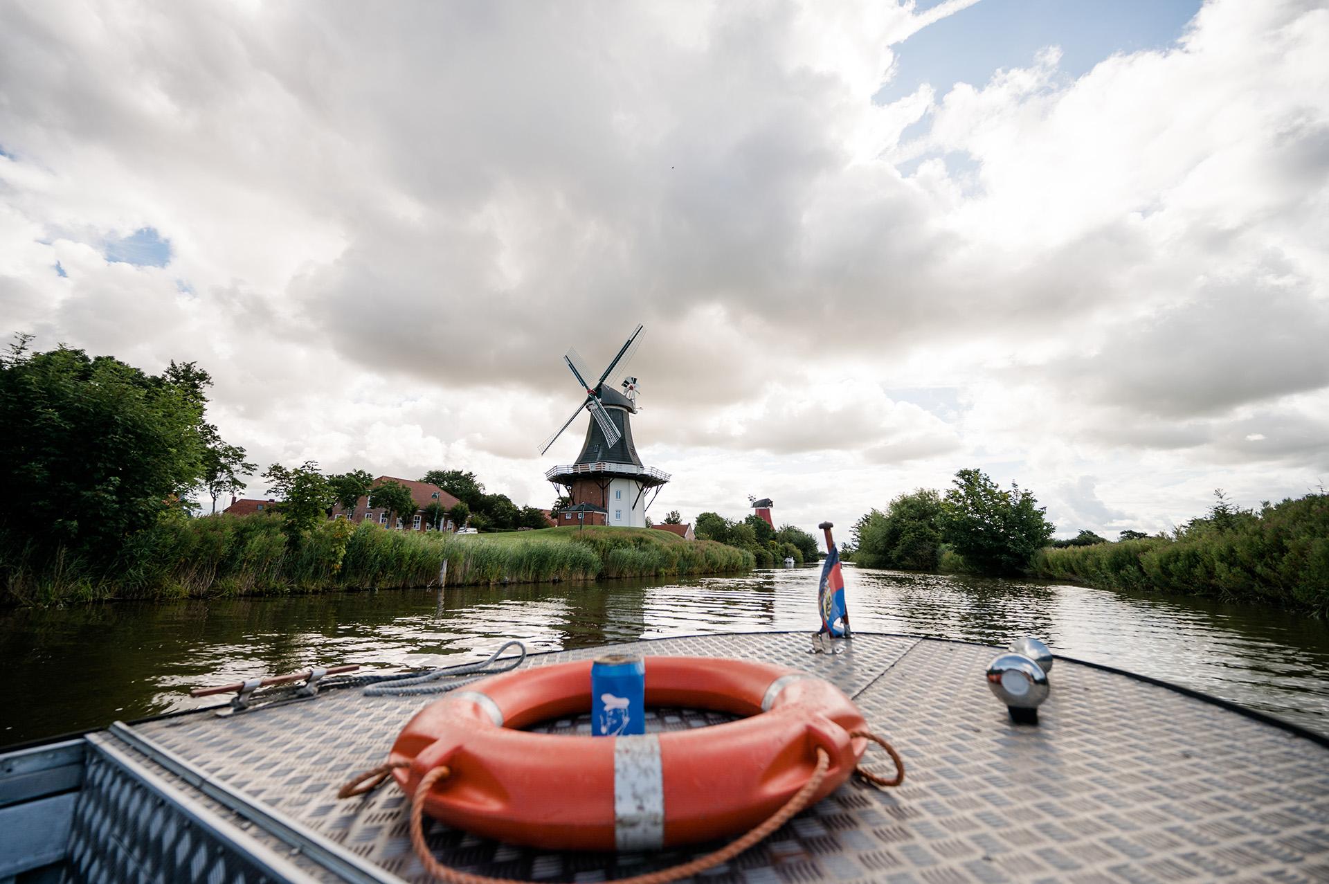 Camping am Deich, Greetsiel, Zwillingmühlen, Kanal-Bootsfahrt