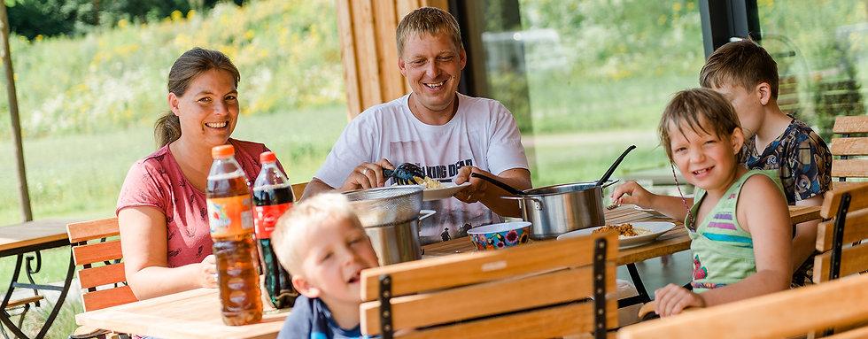 Familien urlaub, Kinderprogramm, ferien, campingpark südheide, lüneburger heide, heideblüte, kutschfahrt, hund, hundefreundlich, familienfreundlich, spielplätze, spielplatz, campingurlaub, natur erleben