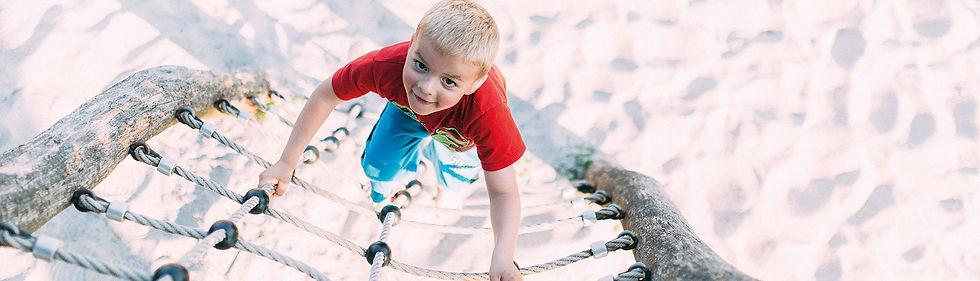 camping am deich, kinder, kinderfreundlich, familienfreundliches camping, kinderwelt, abenteuer camping, camping spielplatz, hüpfkissen, Wasserspielanlage, Fußball, Drachen steigen, Kinder Animation, Familiencamping, Kinderbereich