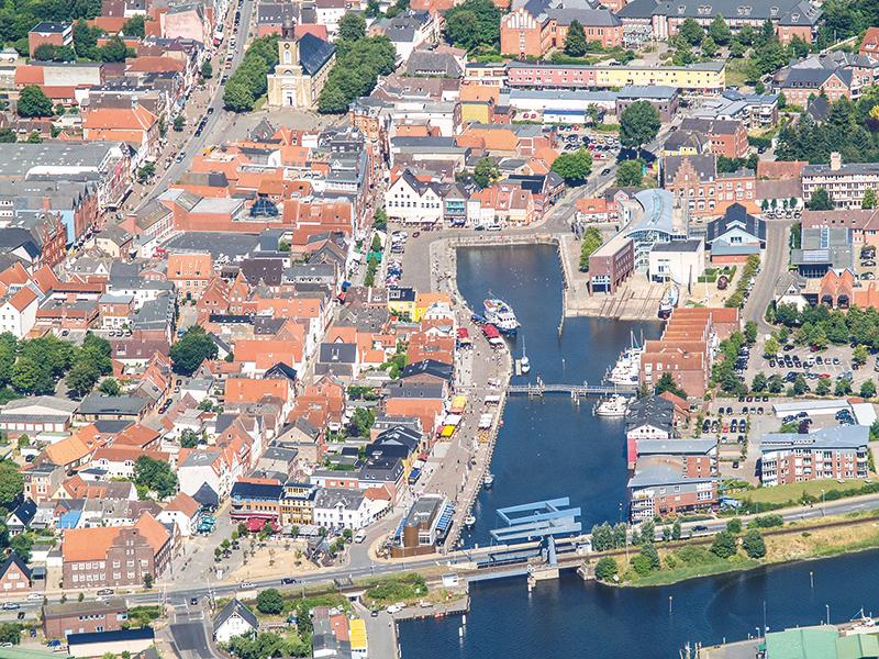 Husum, Husum von oben, Nordseecamping zum Seehund, Luftaufnahme Husum, Urlaub in Nordfriesland