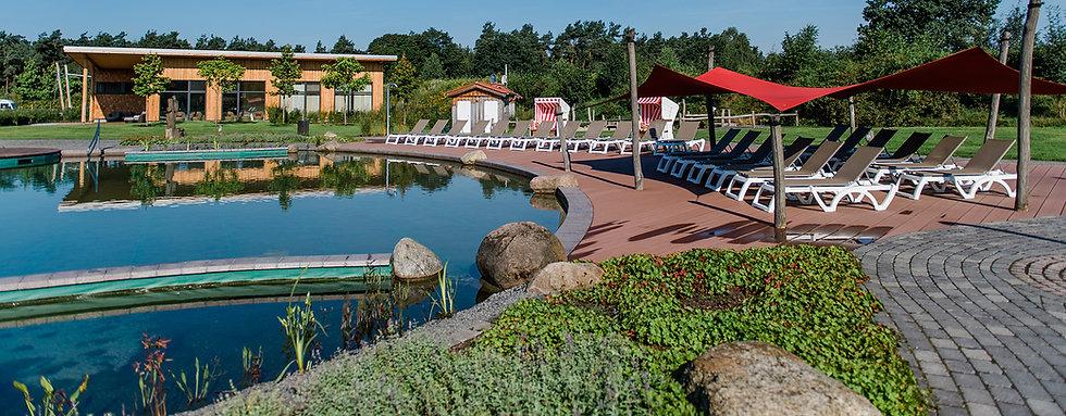 badeurlaub, badespaß, natur schwimmteich, badeteich, campingplatz schwimmen, camping kinder, camping baden, sommerurlaub, schwimmbad, familien canmping, schwimmen mit baby, matschanlage, sonnenliegen, schatten