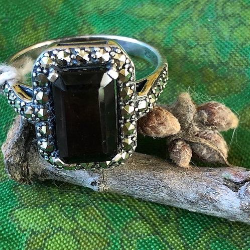 Bague sertie quartz fumé et marcassites