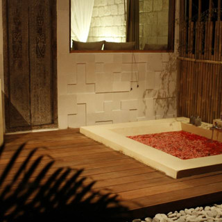 Bathtub Bungalow Mar