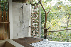 Jungle bathroom bungalow Mar
