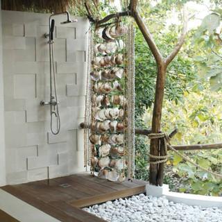 Open air shower bungalow Mar