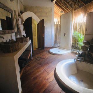Room paz bathroom with bathtub La Cabane Bali