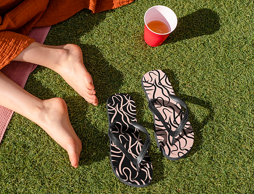 flip-flop-mockups-featuring-a-spring-bre