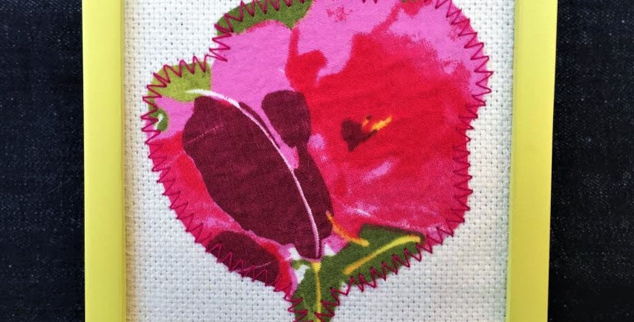 Flower applique in yellow Frame