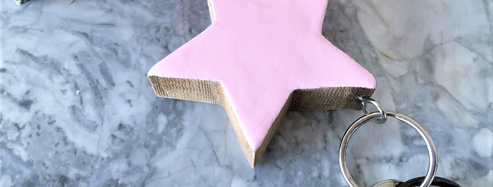 Star keychain in glossy pink