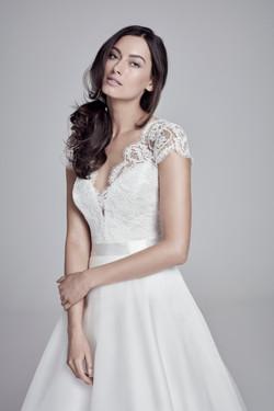 Suzanne Neville - Alicia