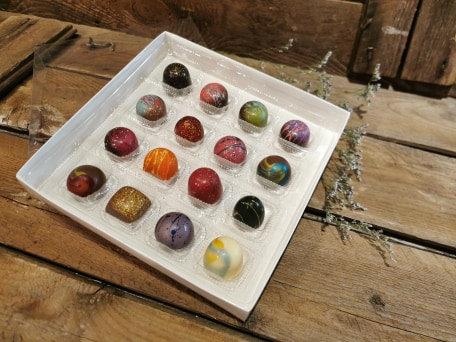 Boîte de 16 bouchées peints à la main