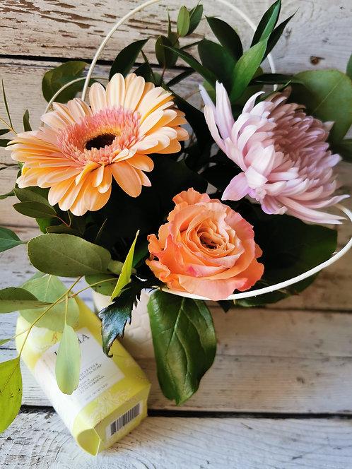 Arrangement floral & Savon