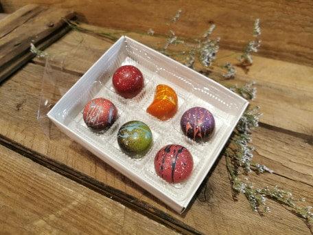 Boîte de chocolats peints à la main