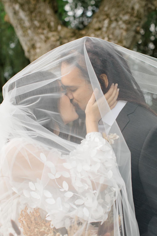 wedding ideas, wedding inspiration, canadian weddings, wedding blog, fine art wedding, luxury weddings, wedding ideas, wedding magazine, wedding veil, wedding veil photo ideas