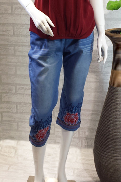 3/4 Red Flowers Embroidered Jeans