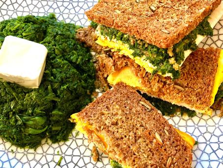 Sandwichs grillés aux épinards.