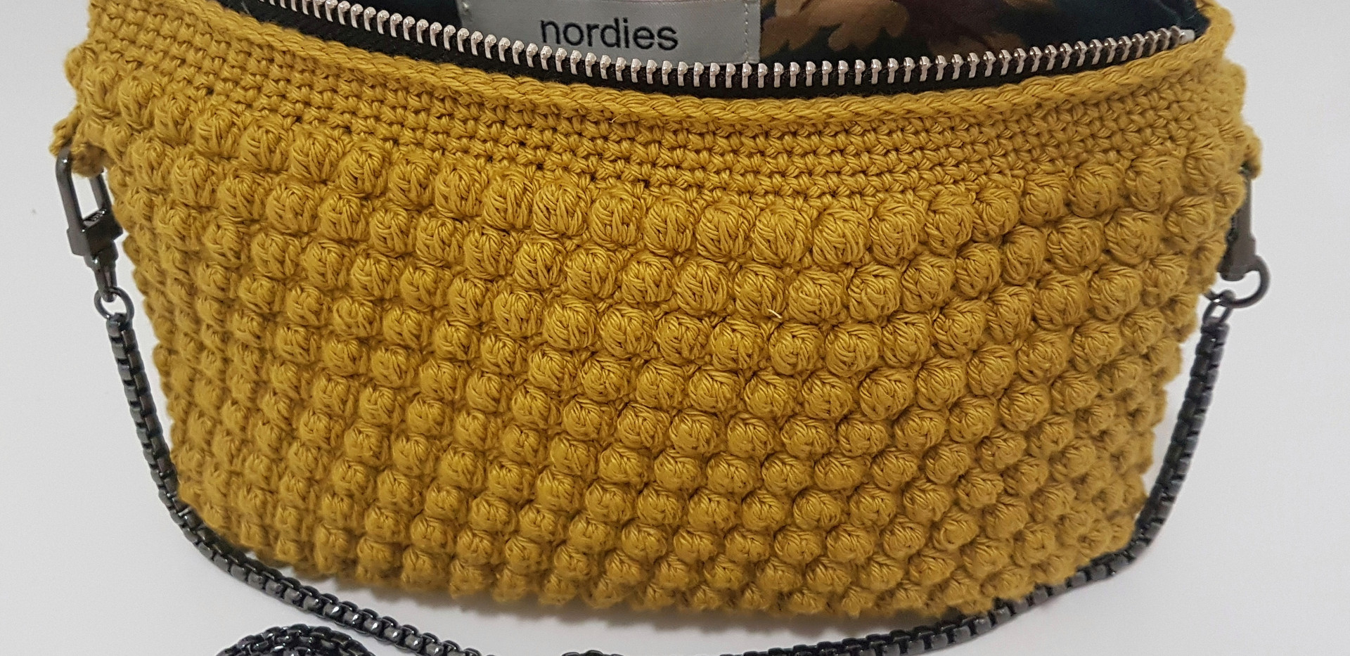 mustard with chain