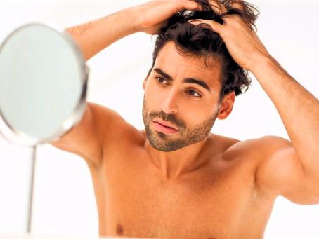 ¿Canas en hombres jóvenes? ¡Hay una loción que restaura el color natural!