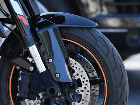 What you as a car driver need to know about motorcycles this summer.