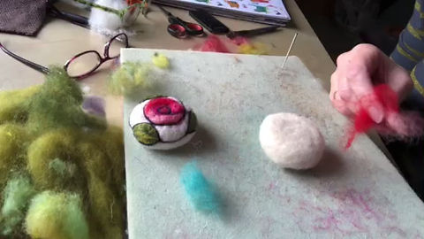 A speedy glimpse of how to apply the surface decoration to a needle felted brooch