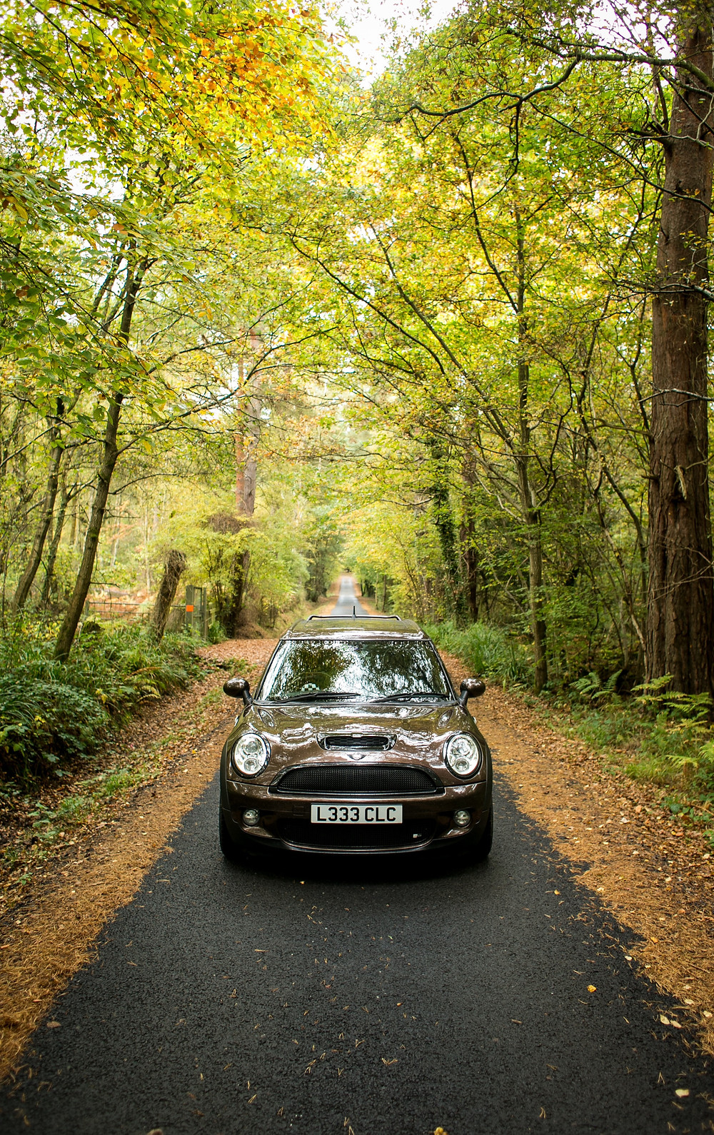 Leading lines - mini clubman on vertical road