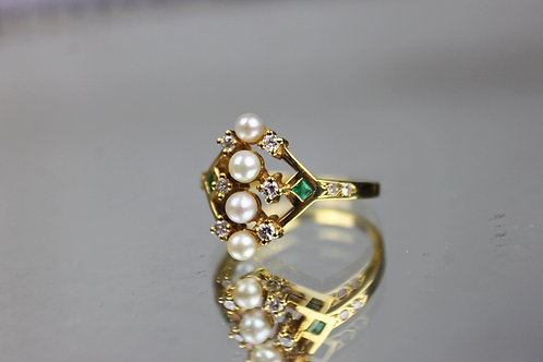 Pearls Emerald and Diamonds Ring Gold 19.25