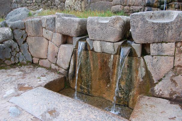 Ingenieuze aquaducten en watermanagement bij Kenko