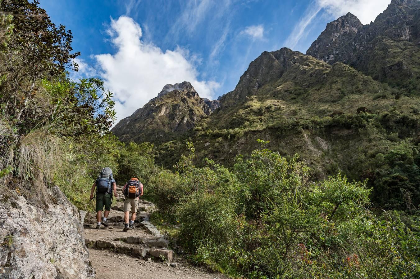 Dag 2 van de Inca Trail van Huayllabamba naar de eerste bergpas