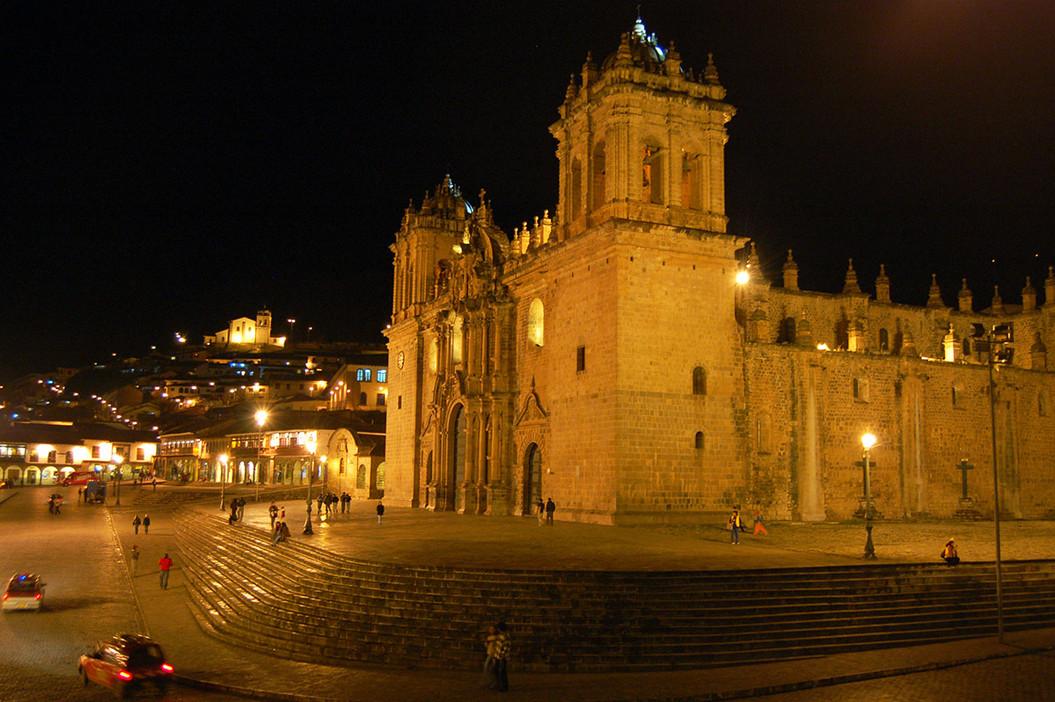 De Kathedraal van Cusco in de avond