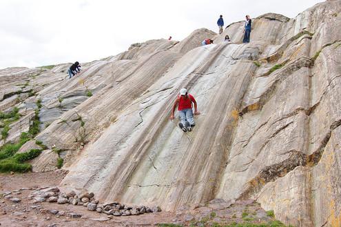 De natuurlijke glijbaan van de Inca's bij Sacsayhuaman