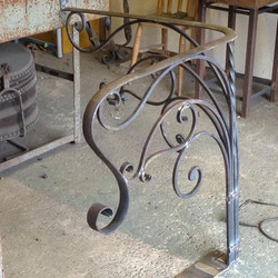 Forged corner handrail #tjcartistblacksm