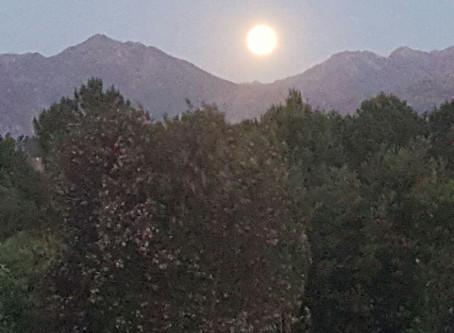 Supermoon rises over Lake Lodge