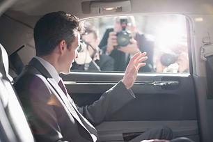 político no carro