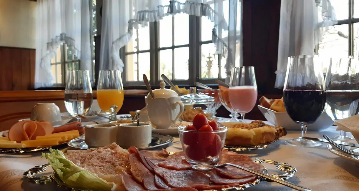 Café_da_manhhã_europeu_no_Hotel_Stelte
