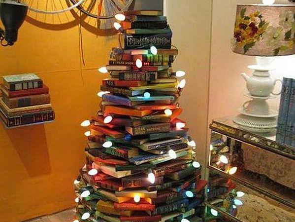 bibliophile-christmas-tree.jpg