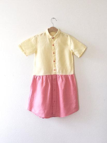 Lososovo-žluté šaty