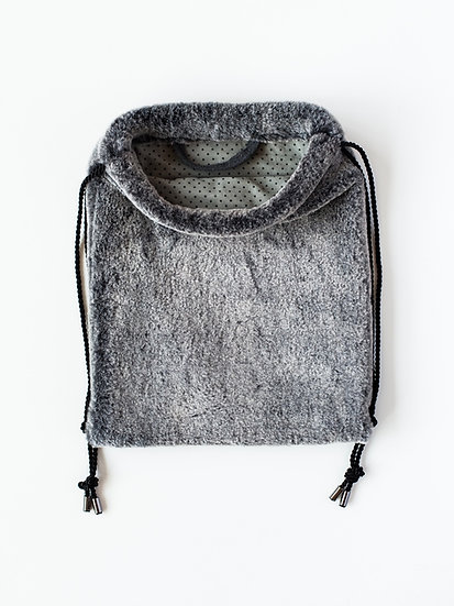 Plyšový batoh šedý