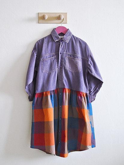 Fialové šaty s kostkou