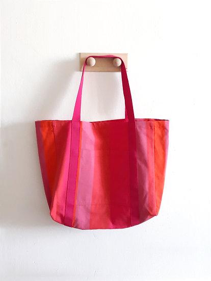 Růžová taška s pruhy