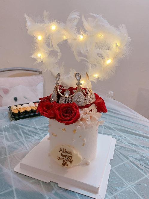 紅玫瑰皇冠着燈金箔蛋糕