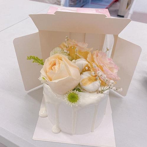 鮮花蛋糕配馬卡龍