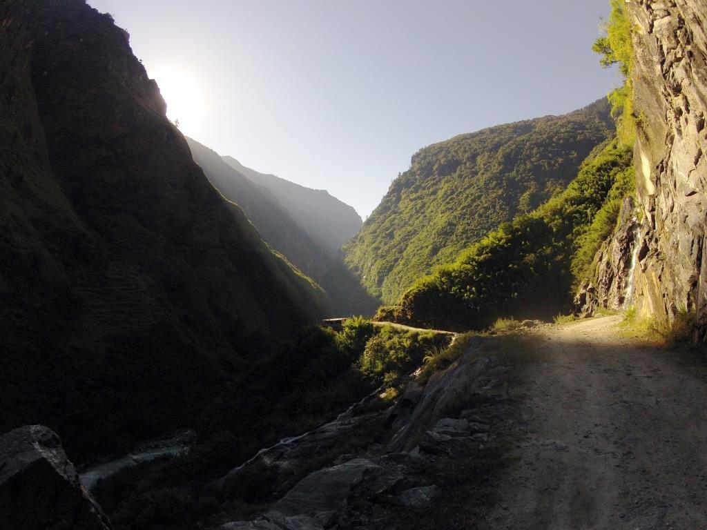 Раннее утро в ущелье Марсъянгди