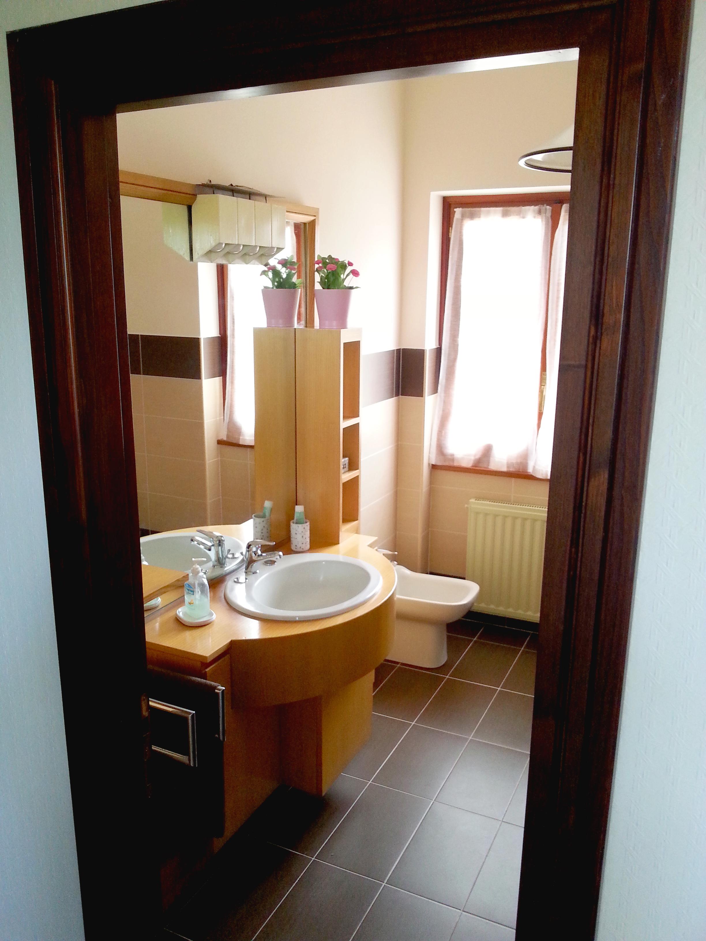 Bagno in comune x due camere