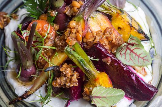 Variedad de ensaladas con producto de nuestro huerto.