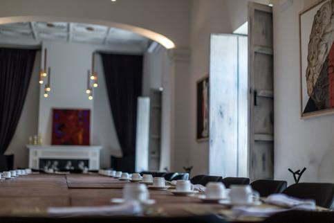 Salones especiales para tus eventos en Emiliano Comida y Vino.