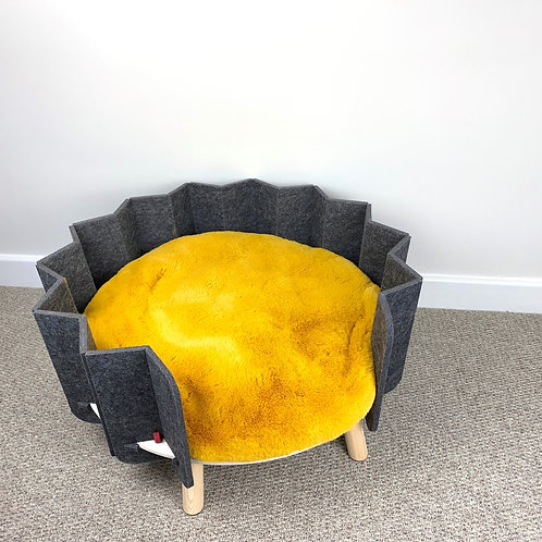 PET BED - RECYCLED PLASTIC BOTTLES