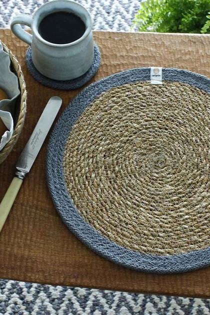 round-seagrass-jute-tablemat-naturalgrey