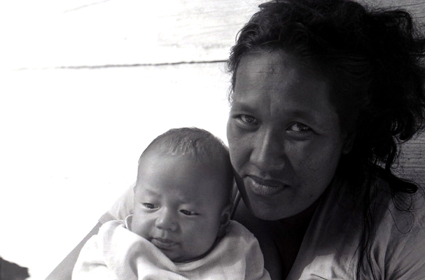 ejema kioto and baby - utrik - 1976
