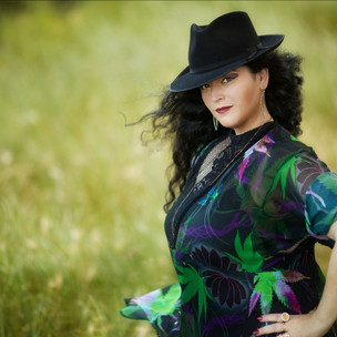 Lea McIntosh Unveils Retro Bluesy Album